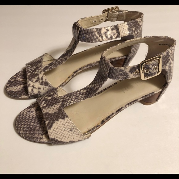 variety of designs and colors best choice factory outlet Preowned Nine West Sandals
